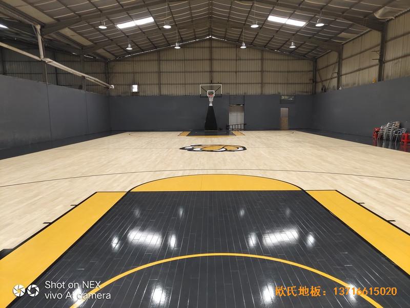 泉州侨乡壹吨篮球场体育木地板铺装案例0