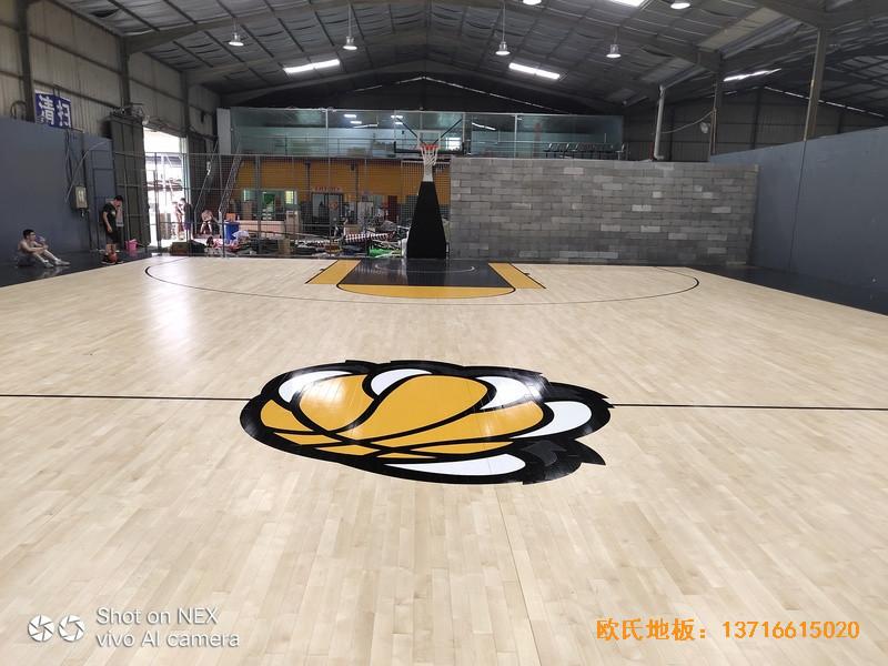 泉州侨乡壹吨篮球场体育木地板铺装案例3