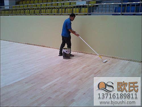 体育木地板为什么要使用地板漆?